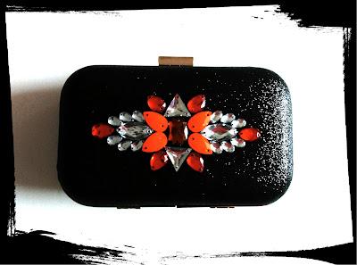 Bolso fiesta negro y rojo para invitada a boda