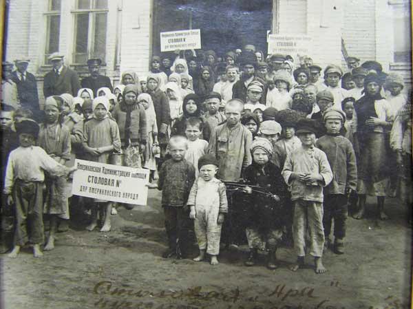 Столовая для детей, страдающих от голода 1922 года