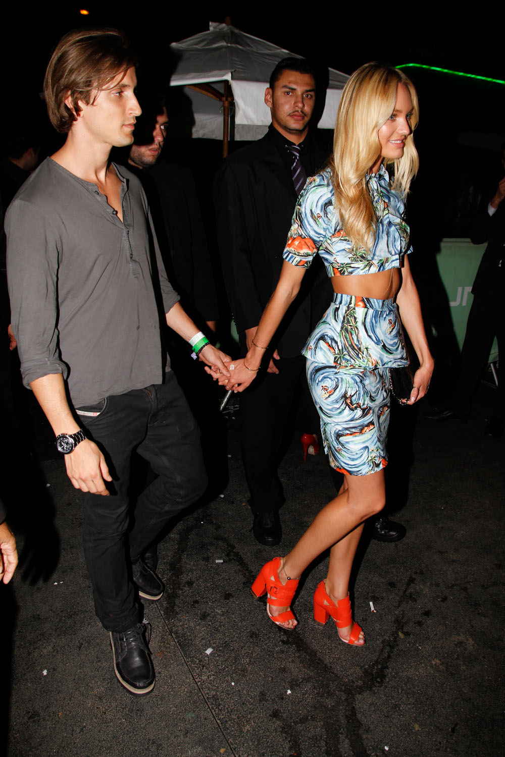 Candice Swanepoel ♥ with her boyfriend after Colcci 2012 ...
