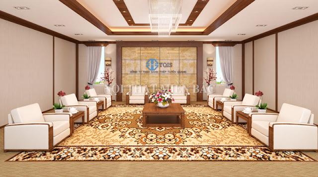 Thiết kế nội thất phòng khánh tiết với những chiếc bàn khánh tiết bằng gỗ cao cấp, những chiếc ghế sofa đơn bọc da sang trọng thì chiếc thảm trải với các họa tiết trang trí tinh tế cũng rất ấn tượng