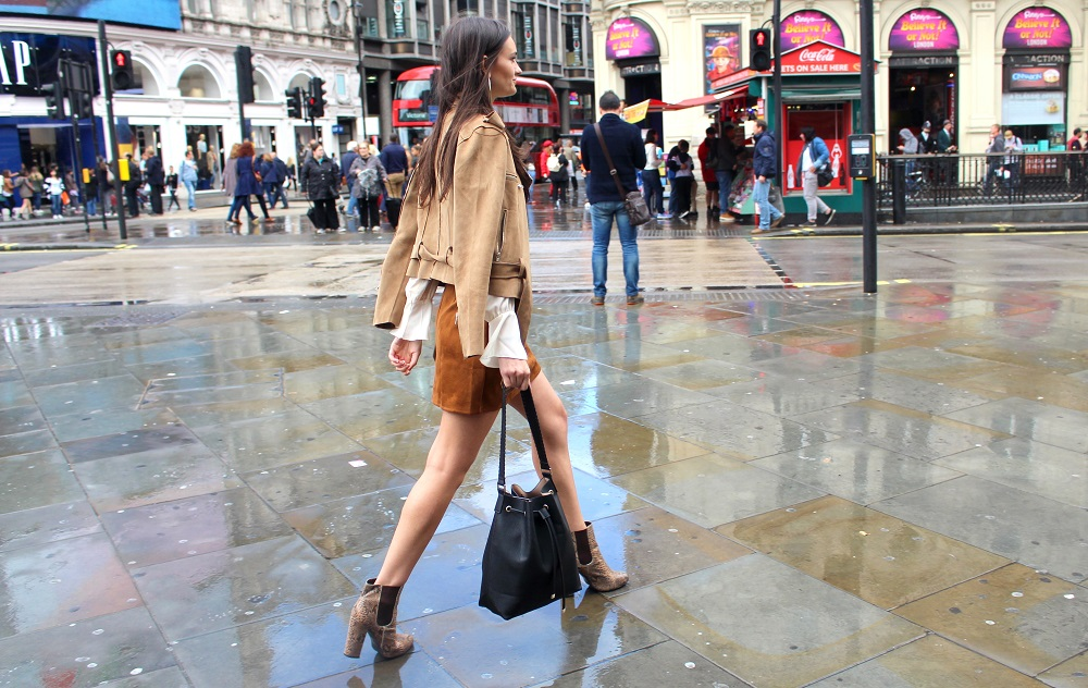 peexo fashion blogger lfw day 1 suede a line skirt 70s missguided boohoo snake print boots hm bucket bag