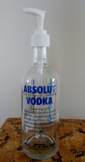 HooArTe: Upcycle Absolut Vodka Medium size bottle