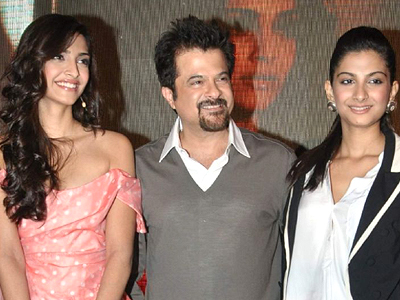 Anil Kapoor with his daughters Sonam Kapoor and Rhea Kapoor