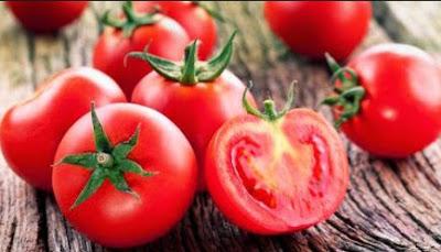 Buah yg memiliki kandungan aneka macam jenis vitamin ini  Cara Memutihkan Wajah Secara Alami dgn Tomat