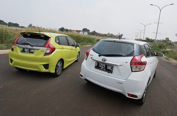 Toyota Yaris Trd Vs Honda Jazz Rs Kit Mana Yang Lebih Unggul Mobilku Org Meskipun Tampilannya Terlihat Biasa Saja Akan Tetapi Desainnya Cenderung Fungsional Artinya Jika Memiliki Fungsi Tertentu Maka Desain