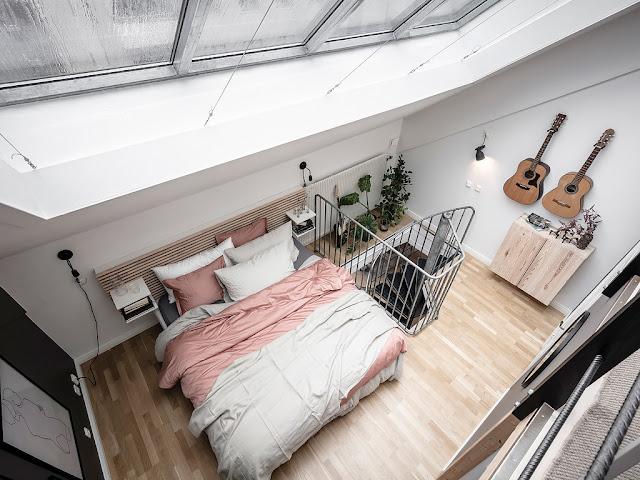 Amenajare scandinavă într-o mansardă pe trei niveluri