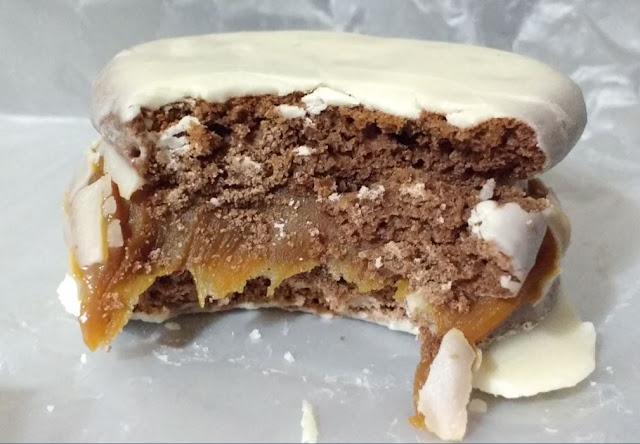 alfajores chocolate blanco con dulce de leche la charamusca