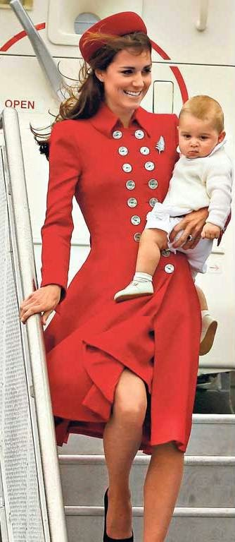 Australian paper shows Kate Middleton's bare bottom, sparks debate