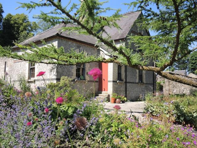 June Blake's Garden mit horizontaler Lärche