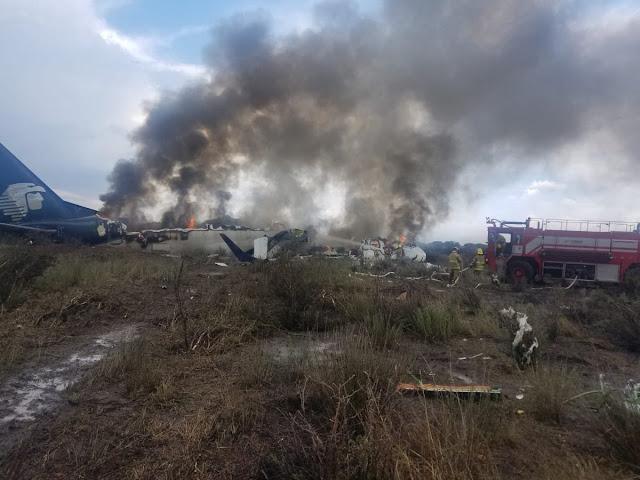 Απίστευτο: Βγήκαν ζωντανοί 101 επιβάτες από φλεγόμενο αεροπλάνο στο Μεξικό (βίντεο)