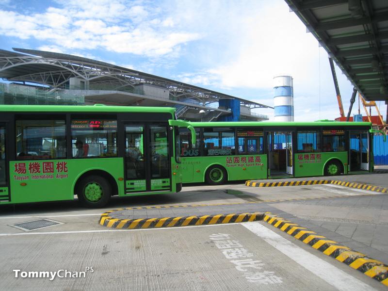 tÖmiCaN bus: 八月 2011