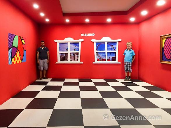 Sihirli odada da oğlu babasından büyük mü ne, Vialand İstanbul