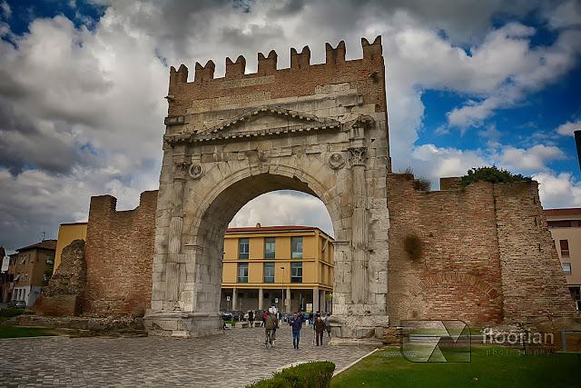 Rimini - Arco d'Augusto czyli łuk triumfalny - TOP atrakcja turystyczna nad wyżrzeżem adriatyku