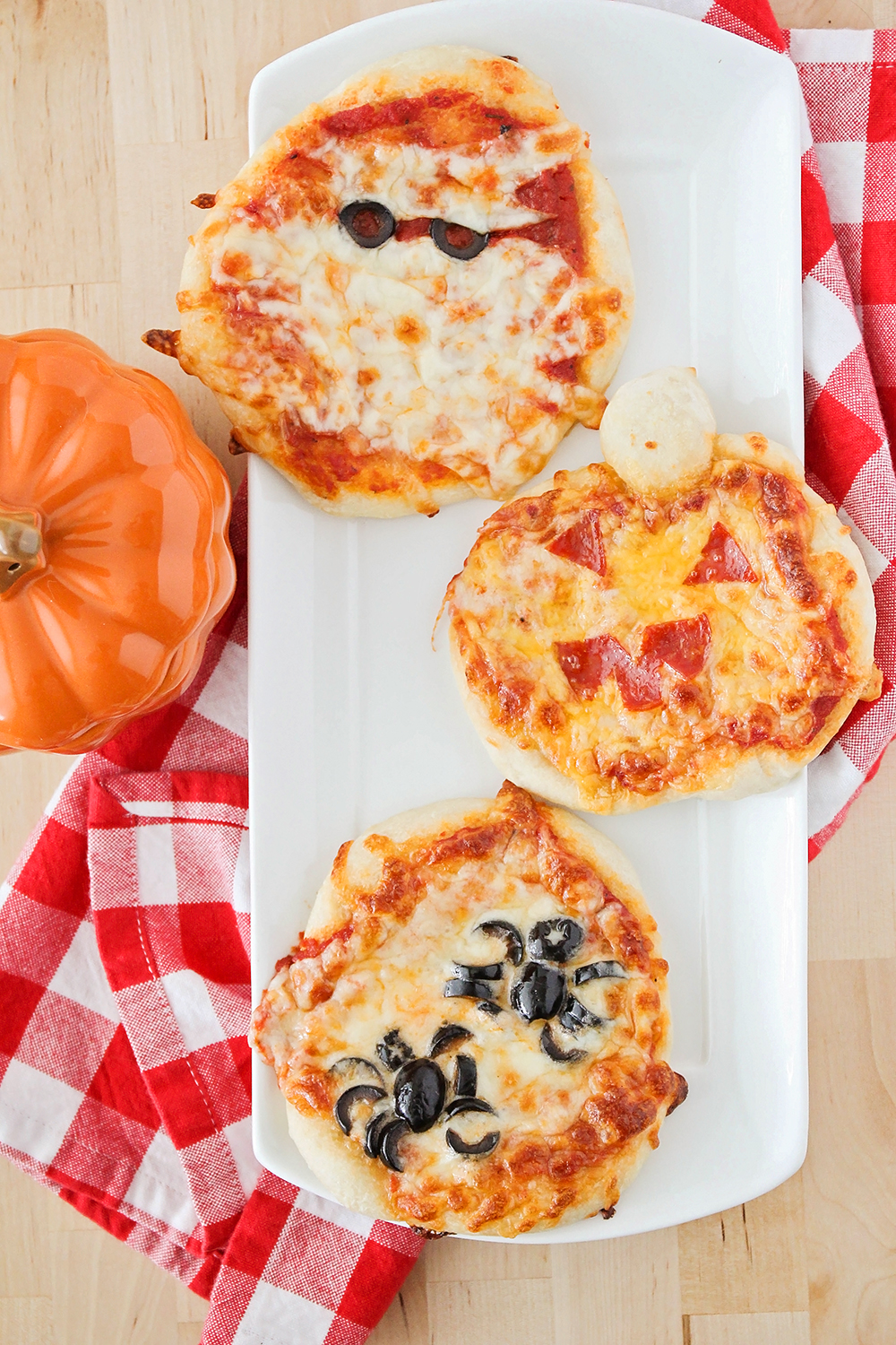 the baker upstairs halloween mini pizzas. Black Bedroom Furniture Sets. Home Design Ideas