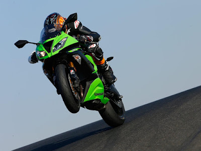 2016 Kawasaki ZX-6R flying position hd image