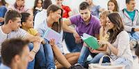 Birlikte Oturan Öğrenciler