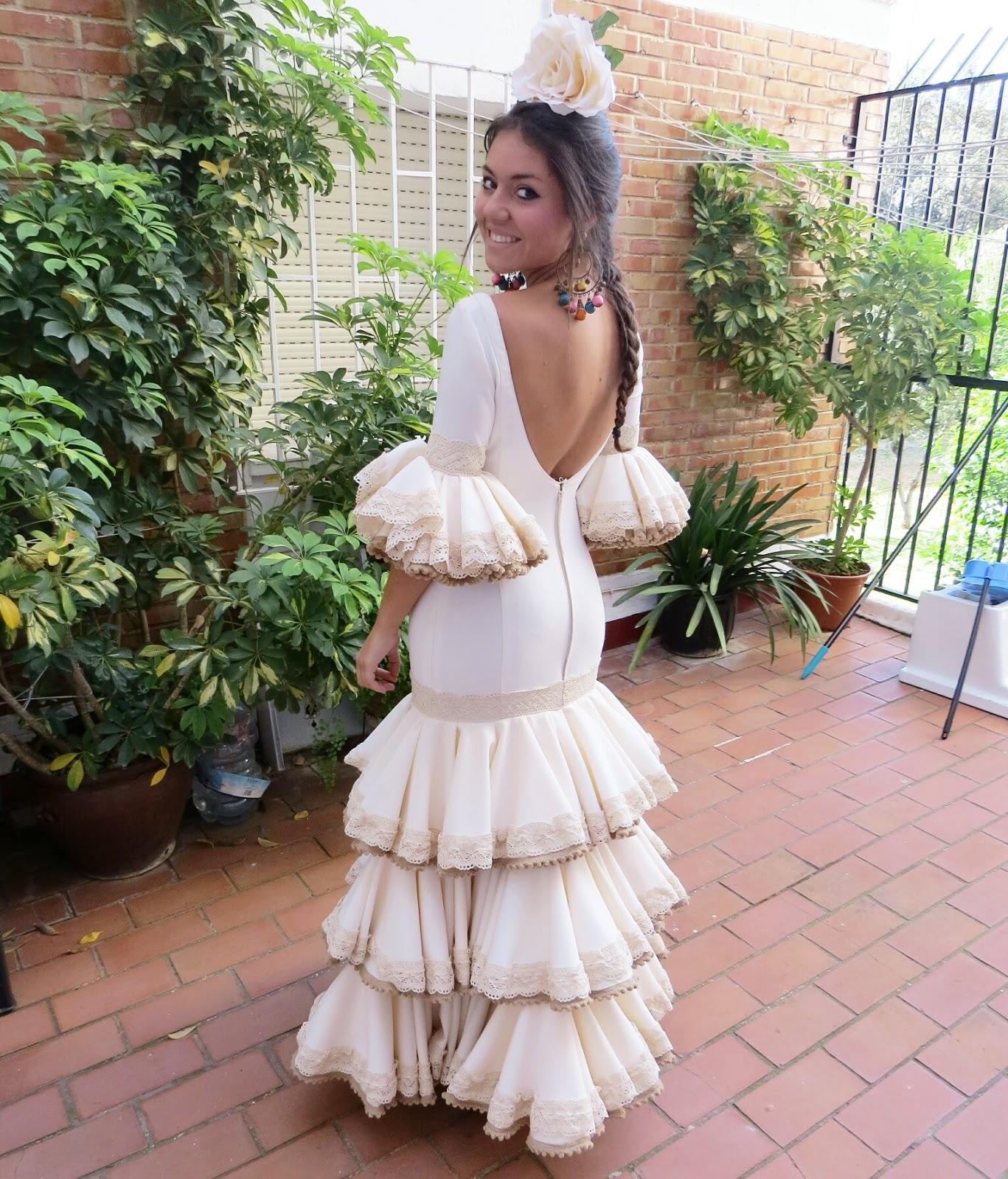 2675cbb6a Soy bastante apasionada al mundo del traje de flamenca y todo lo  relacionado con el volante y el año pasado tuve la oportunidad de poder  hacer mi primer ...