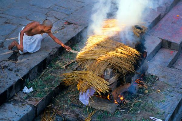 क्यों हिंदू धर्म में मृत्यु के बाद जलाया जाता है, कारण जरूर जाने .