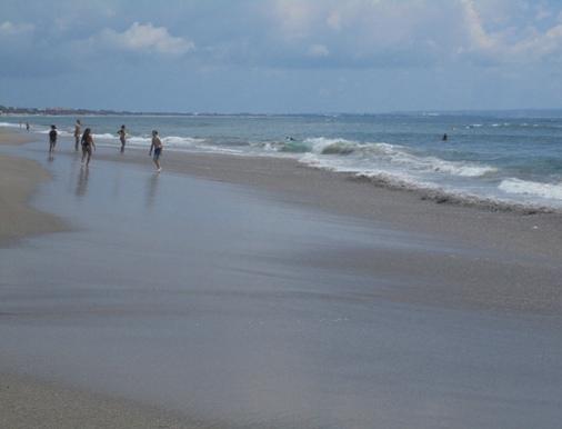 Pantai Batu Bolong Canggu Bali, Batu Bolong Beach Canggu Bali, Batu Bolong Temple Canggu