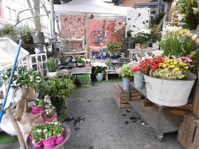 A l'entrée du marché couvert des carmes, Toulouse, malooka
