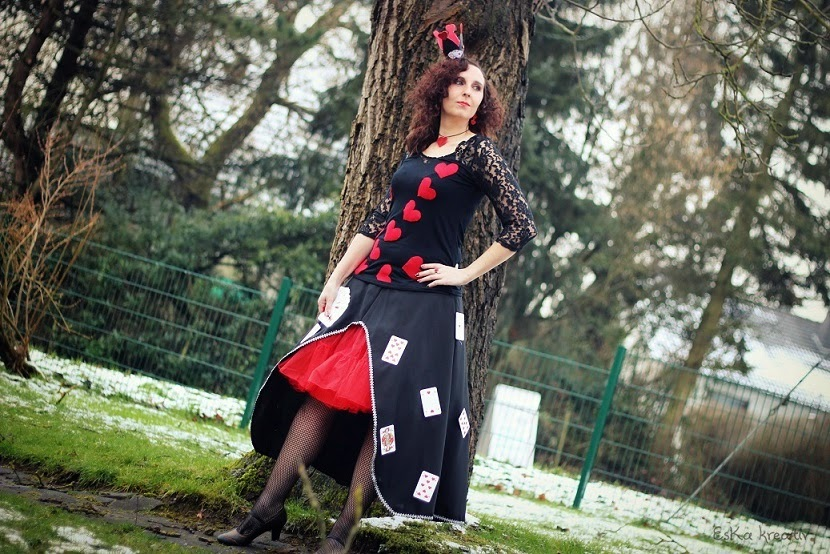 Queen of hearts costume diy
