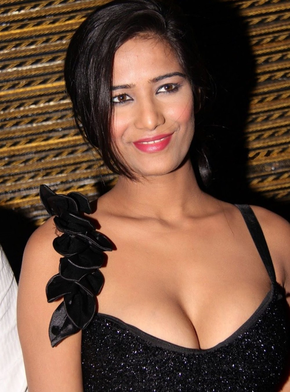 Poonam Pandey Hot And Sexy Hd Wallpapers Download Free -1921