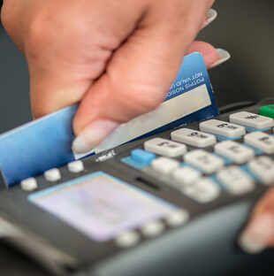 اليوم.. بدء تطبيق «الدفع الإلكتروني» في ورش السيارات