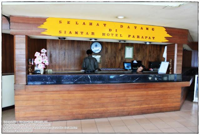 gambar kaunter Siantar Hotel Perapat, Danau Toba, Indonesia.