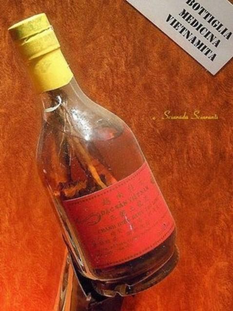 Bottiglia che contiene Tonico di Cobra