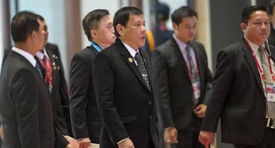Presiden Filipina Kepada Kelompok Abu Sayaf : Saya akan Menyayat Dada Kalian dan Memakannya Mentah-mentah! - Commando