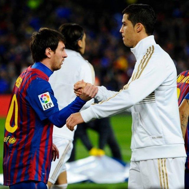620347a881 Grandes verdades do futebol mundial  Quatro Bolas de Ouro do Messi  Duas  roubadas.