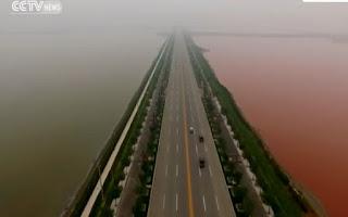 Η δίχρωμη «Νεκρά Θάλασσα» της Κίνας