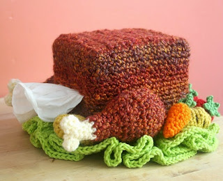 http://translate.google.es/translate?hl=es&sl=en&u=http://blog.twinkiechan.com/2014/05/09/free-crochet-pattern-turkey-tissue-box-cozy-with-roasted-veggies/&prev=search