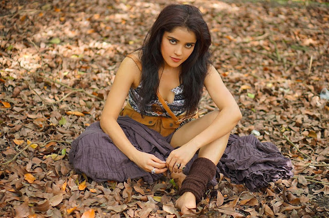 Pia Bajpai latest hot pics