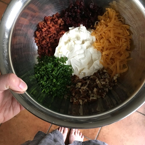 Loaded Cheese Ball ~ Frischkäseball mit viel Gedöns drin & drum zum Dippen