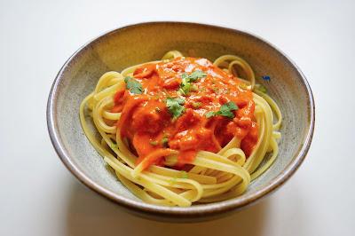 Le Chameau Bleu - Blog Cuisine et Voyage -  Recette de sauce Tomate Lait de coco et Gingembre