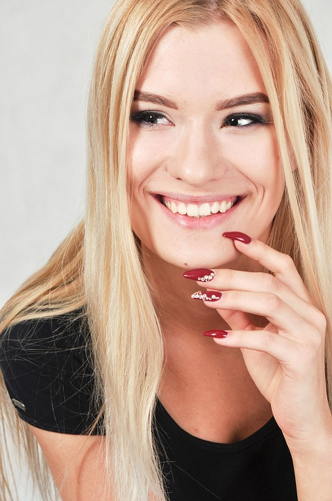 Some Quick Tricks to Keep Makeup Looking Fresher and Radiant Longer smiling-woman