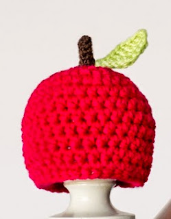 http://translate.google.es/translate?hl=es&sl=en&tl=es&u=http%3A%2F%2Fwww.hopefulhoney.com%2F2014%2F10%2Fnewborn-apple-hat-crochet-pattern.html