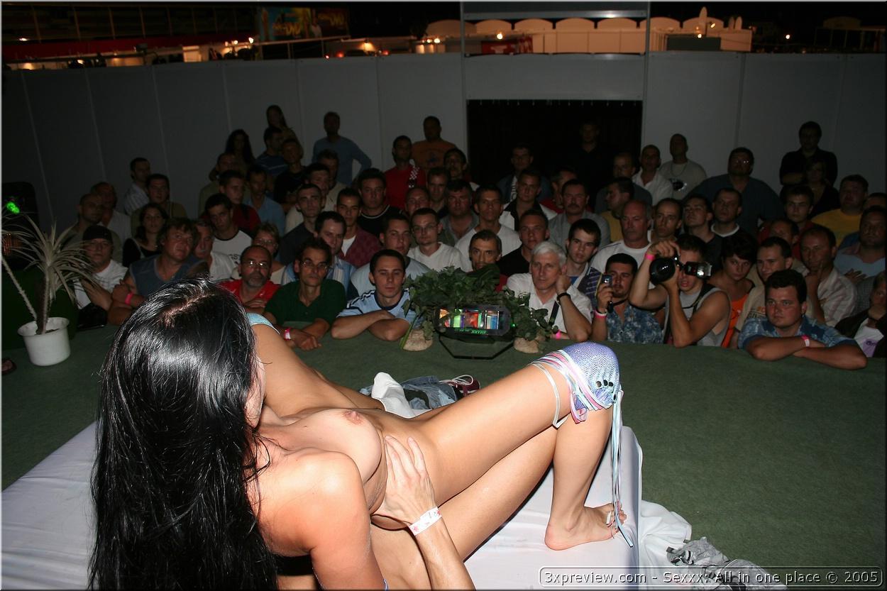 Live sex show fucking