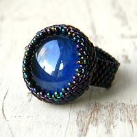 Бисерное кольцо с синим стеклянным кабошоном - оригинальное кольцо