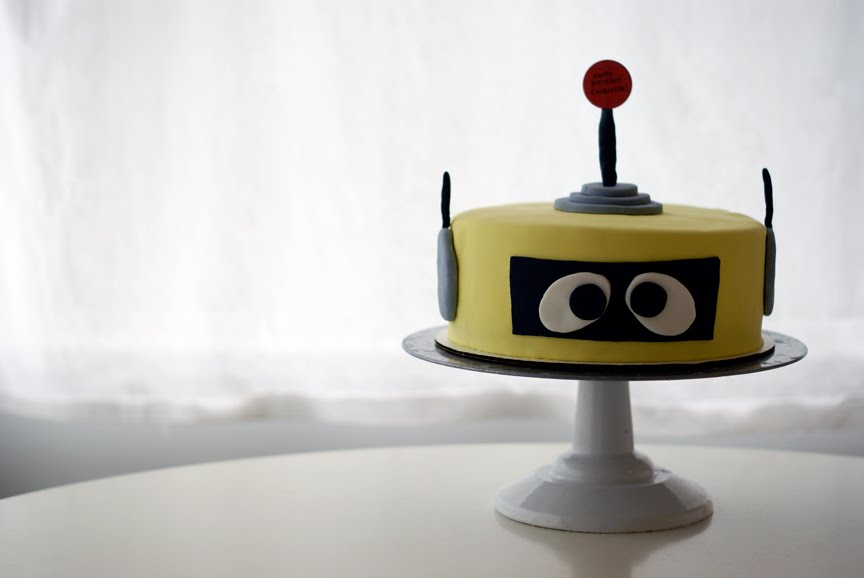 Plex The Robot Cake From Yo Gabba This Guy Was Dark Chocolate With Vanilla Buttercream Covered And Decorated In Fondant I Really Cant Wait To Make