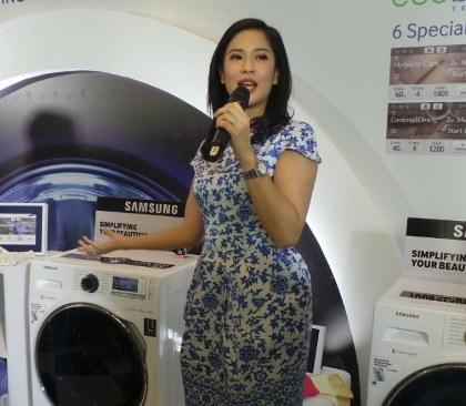 Dian Sastro dan Mesin Cuci Samsung