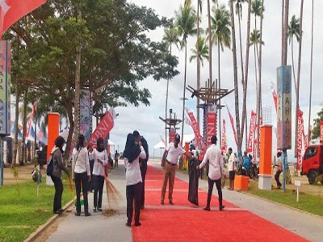 Jelang Festival dan Kirab, ASN Raja Ampat Bersihkan Pantai WTC