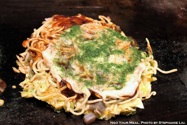 Modan-Yaki with Shrimps and Scallops at Mizuno Okonomiyaki in Osaka, Japan