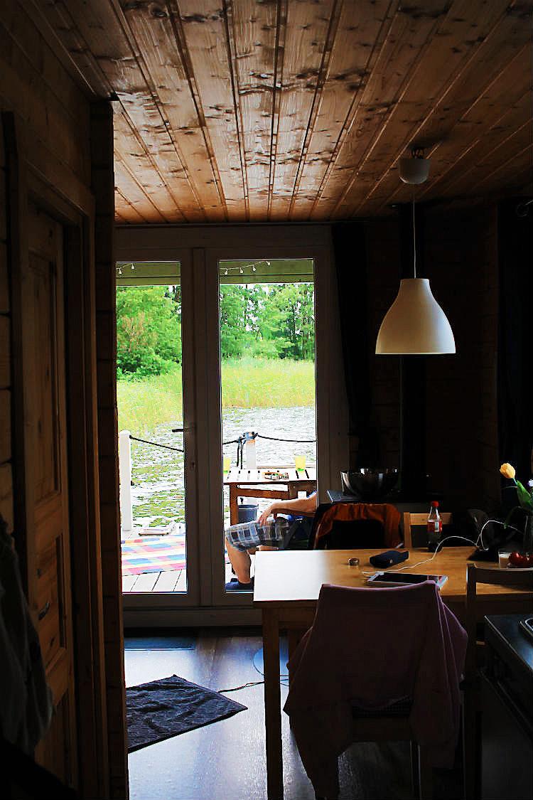 BunBo von innen. BunBo, das Bungalowboot – Hausbootferien mit Smutje Paul, dem Kapitän und Mister Pink [Gudelacksee, Möllensee] | Arthurs Tochter kocht von Astrid Paul. Der Blog für Food, Wine, Travel & Love