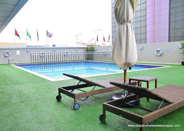 Royal Continental Hotel Dubai pool area