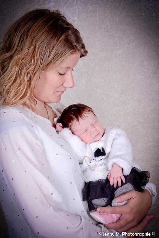portrait maman avec bébé en studio