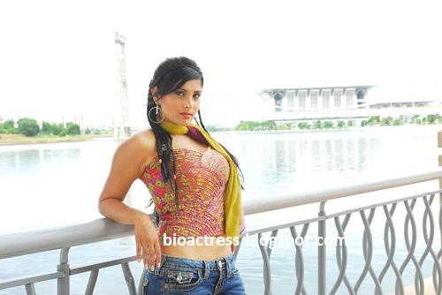 Divya Spandana/Ramya Hot And Sexy Photoshoot And Biography