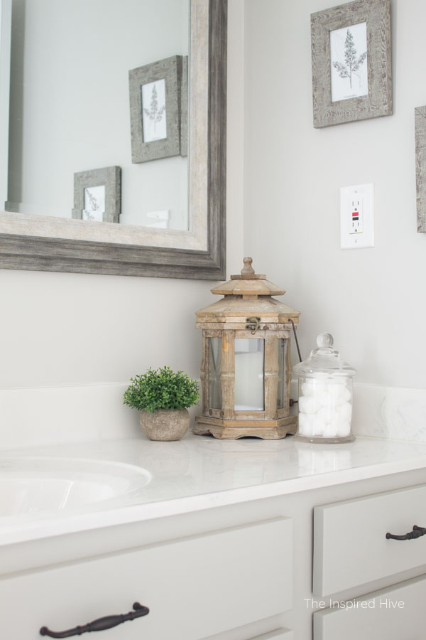 A few simple budget friendly updates to a builder grade bathroom make a big impact! This master bathroom makeover is full of farmhouse charm!