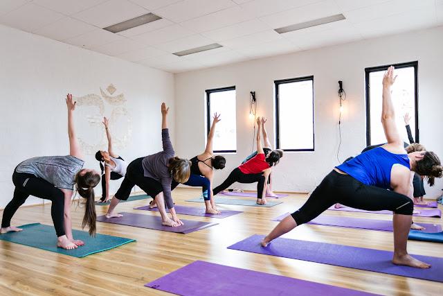 Tập Yoga cho cuộc sống tốt hơn, bạn có nên thử?